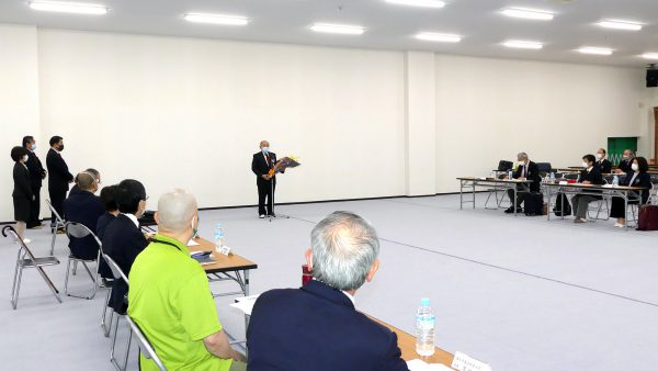 理事会前には岡﨑温会長代行の叙勲伝達式を実施