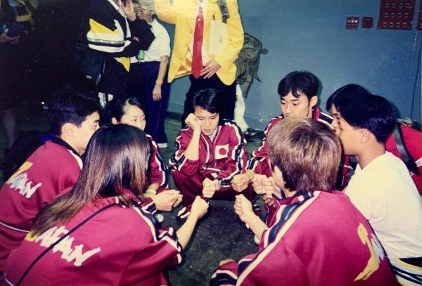 99年の国際大会。移動の待ち時間に海外選手も含めプチ親睦会