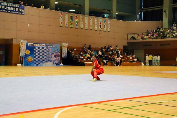 宮中選手演技
