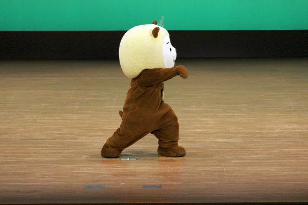 宮崎県シンボルキャラクター「みやざき犬」の『ひぃくん』 が披露してくれた、カンフー体操