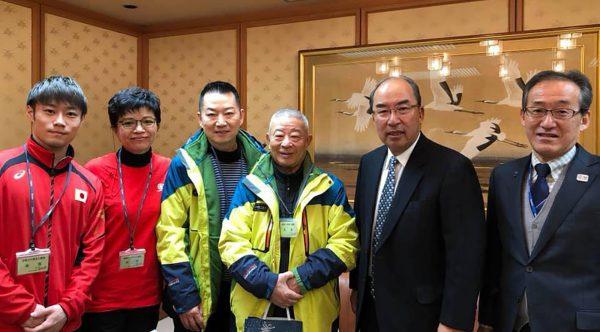 北海道新聞本社にて村田正敏会長(右から2番目)、 佐々木政文 東京2020・スポーツ戦略本部長(右)と