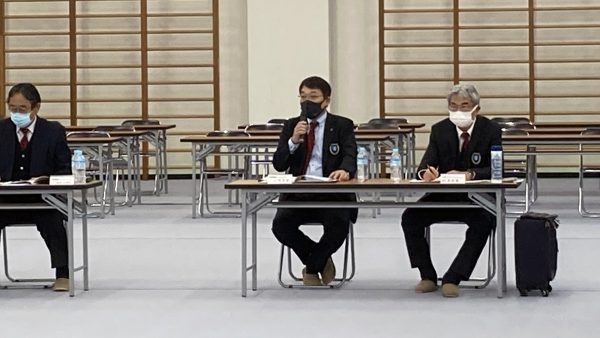 川﨑雅雄専務理事より事業報告や各議案の説明がなされた