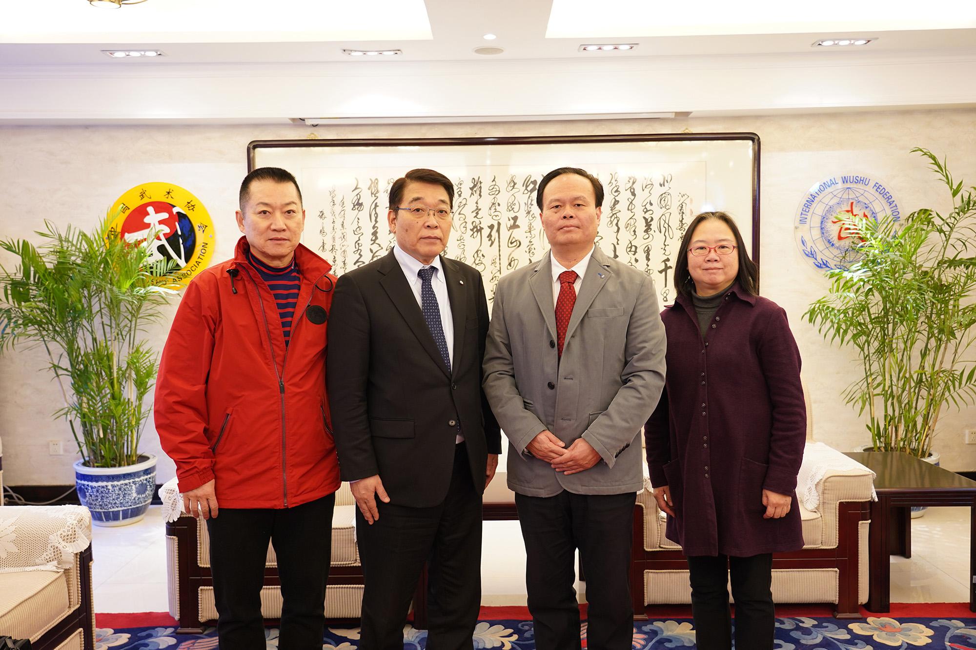 陳恩堂副主席(写真右から2番目)らと