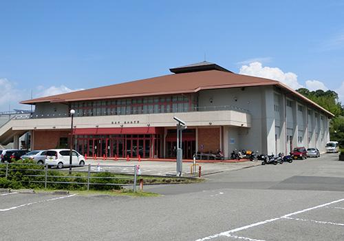 「海南市総合体育館」の外観