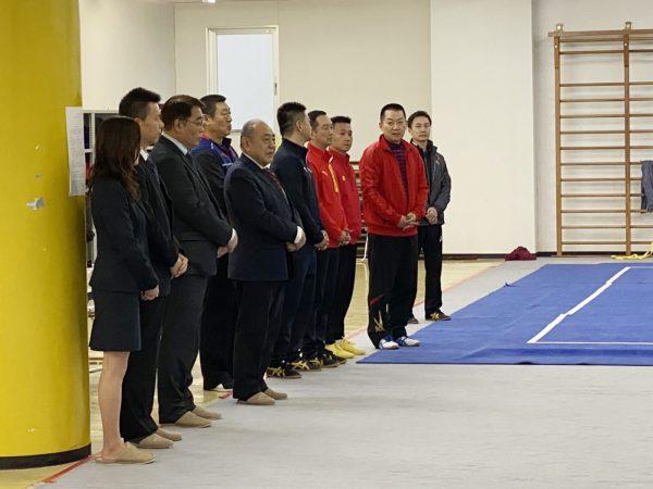 岡﨑温会長代行と川﨑雅雄専務理事から激励の挨拶が行われた
