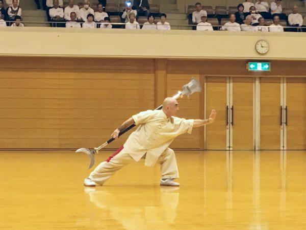 伝統拳術表演では多種多様な拳術が表演された。練り上 げられた功夫のある表演の数々に観客たちは圧倒された