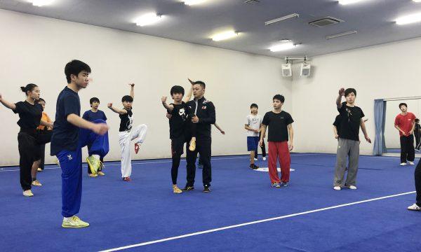 李英奎コーチのご指導を受けるジュニア選手たち(長拳)