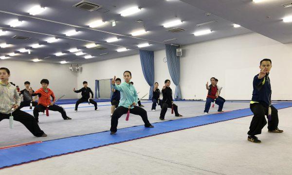 中国代表団の黄志坤選手による太極剣の訓練