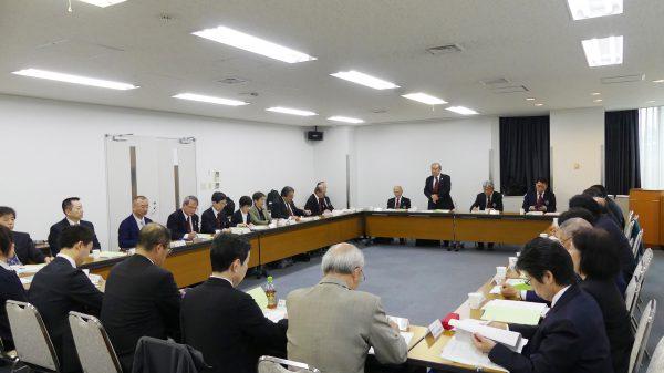 理事会には理事24人監事2人ほかが参席