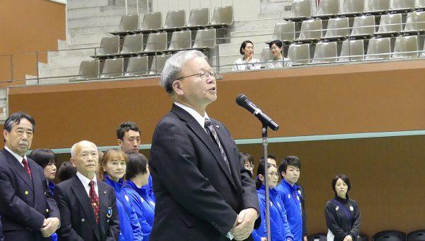 閉会の挨拶を述べる大阪府 連盟・大藪二朗副会長