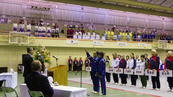 選手宣誓を行う和歌山県代表選手