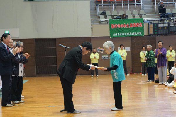 毎年、元気に参加されている山本美代子さん(97歳)