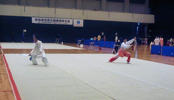 日頃の成果を発揮し、演武する奈良県選手