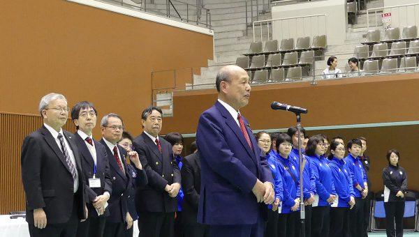 閉会式で挨拶を述べる京都府連 盟会長の二之湯智参議院議員