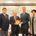 張秋平主席(国際武術連盟秘書長)、馮宏芳副秘書長と