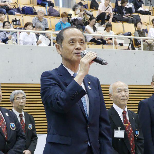挨拶を述べる大森雅夫市長