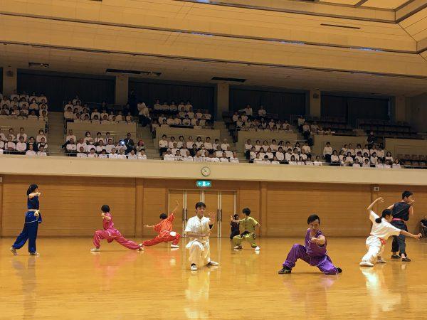 特別イベントでは地元の協会に所属する少年少女達が日 頃の訓練の成果を発揮し、元気よく表演した