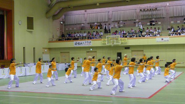キッズ&プラチナチームによるカンフーの集団演武