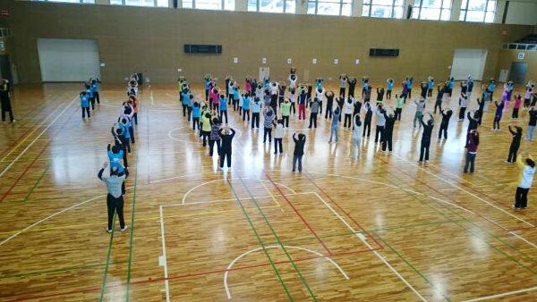 参加者全員で入門太極拳・養生功・カンフー体操を実施
